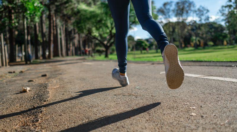 Exercício físico ao ar livre e tempo de telas durante a pandemia